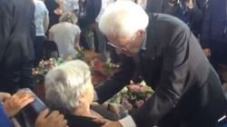 L'abbraccio di Mattarella ai familiari delle vittime del terremoto: