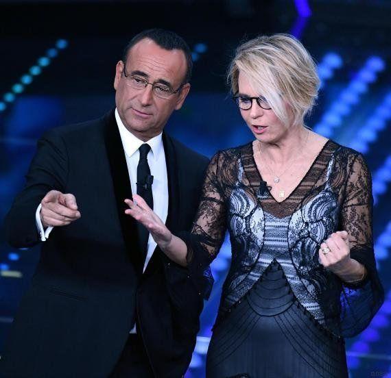 Sanremo 2017, Maria De Filippi in abito di pizzo per la terza serata, ma con al collo la sua solita