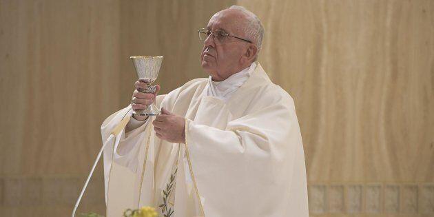 Papa Francesco durante la celebrazione della messa a Santa Marta, Città del Vaticano, 18 settembre 2016....