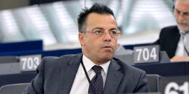 Gianluca Buonanno è morto in un incidente stradale. L'europarlamentare della Lega Nord aveva 50