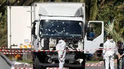 Entra nel camion, picchia il terrorista e rallenta la corsa: è lui l'eroe di