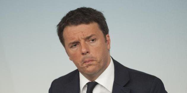 Amministrative. Renzi deluso e nervoso segue lo spoglio nella sede del Pd. Facce scure e desolazione...