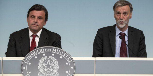 Il ministro dello Sviluppo economico Carlo Calenda con Il Presidente del Consiglio Paolo Gentiloni durante...