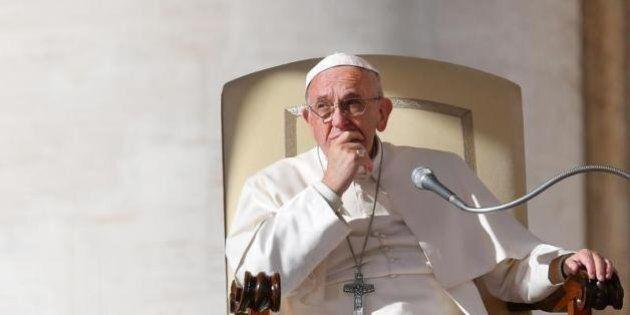 Il Natale del Papa, l'appello per i bambini vittime di guerra e la critica alla mondanità. Francesco...