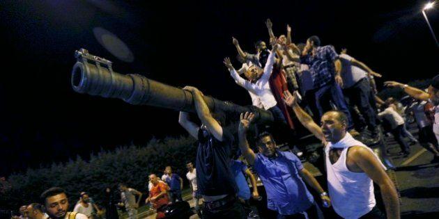 Colpo di Stato fallito in Turchia, dai carri armati al ritorno di Erdogan: le immagini che raccontano...