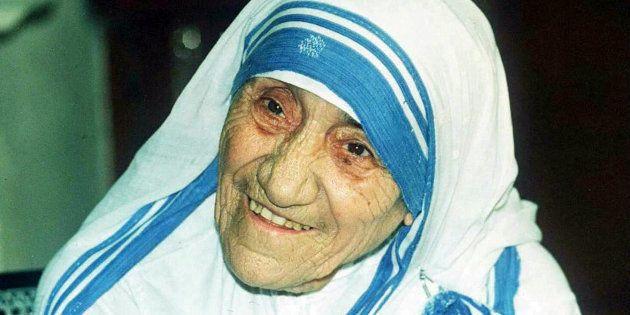 Tutti imitano il vestito bianco di Madre Teresa di Calcutta. Per questo sarà coperto da