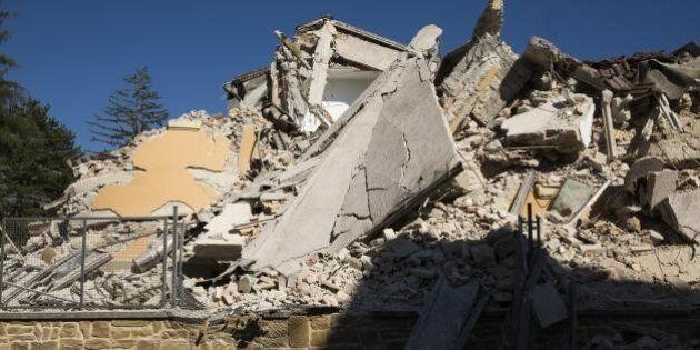 Terremoto, estratto il cadavere di una donna: le vittime salgono a 291. Al via i sopralluoghi nelle scuole