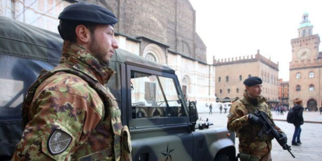 Paura del terrorismo: i giovani rinunciano alle vacanze fuori Italia. Il 54% degli italiani cambia programmi...