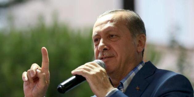 Turchia, il ministro della Giustizia Bekir Bozdag: