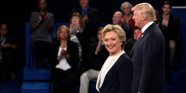 Clinton distanzia Trump nei sondaggi. Alcuni finanziatori di Donald chiedono indietro i soldi. Russia:...