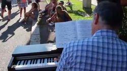 Le note di Chopin per cancellare lo strazio: il pianoforte commuove il lungomare di