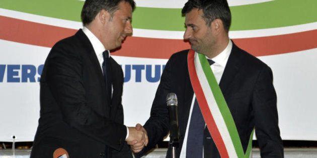 Referendum. La campagna di Renzi al sud: Decaro presidente Anci, De Magistris che firma il Patto per
