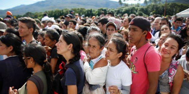 Crisi Venezuela, oltre centomila sconfinano in Colombia per acquistare carta igienica e beni di prima