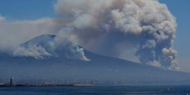 Vesuvio in fiamme, occorre una rivoluzione