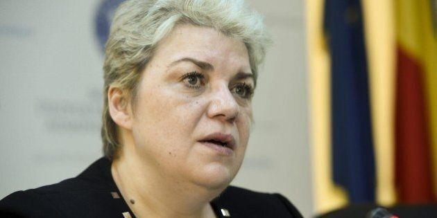 Romania, il presidente Klaus Iohannis mette il veto sull'incarico a premier alla musulmana Sevil