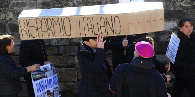 La rabbia di Arezzo per il diverso trattamento riservato a Banca Etruria e a Mps. Il sindaco e il vescovo:...