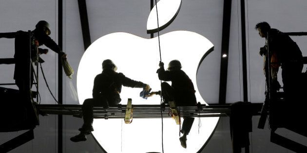 Workers prepare for the opening of an Apple store in Hangzhou, Zhejiang province, January 23, 2015. REUTERS/Chance...
