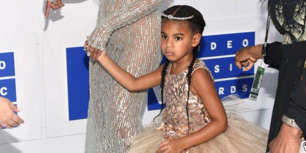 La figlia di Beyoncé, Blue Ivy, veste già da principessa: il suo abito per gli MTV VMA è costato 10 mila