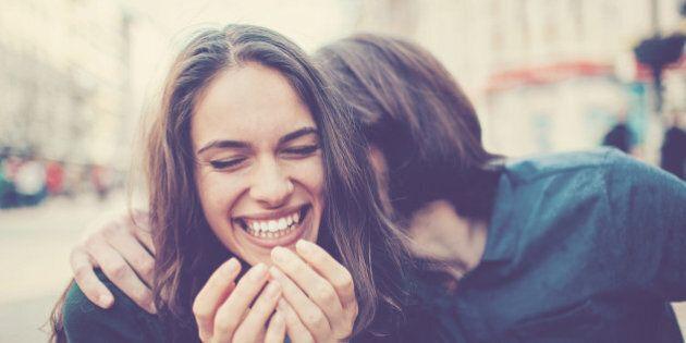 Le coppie che condividono lo stesso senso dell'umorismo sono fatte per stare insieme. I risultati di...