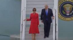 Melania e Donald atterrano a Parigi: l'arrivo della coppia presidenziale non è così romantico come ci si