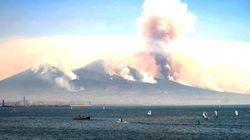 Vesuvio ancora in fiamme, interviene l'esercito e blocca gli accessi al Parco Nazionale. Tre aerei francesi in aiuto