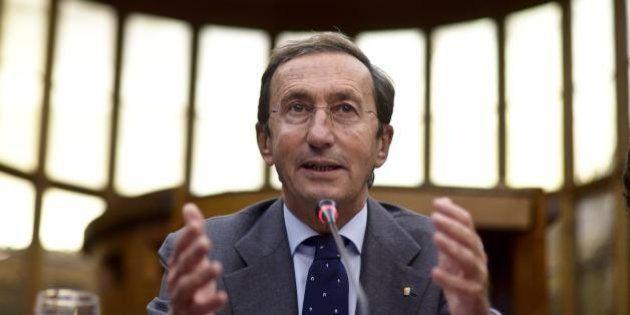 Gianfranco Fini indagato per riciclaggio. L'ex presidente della Camera coinvolto nell'inchiesta sui beni...