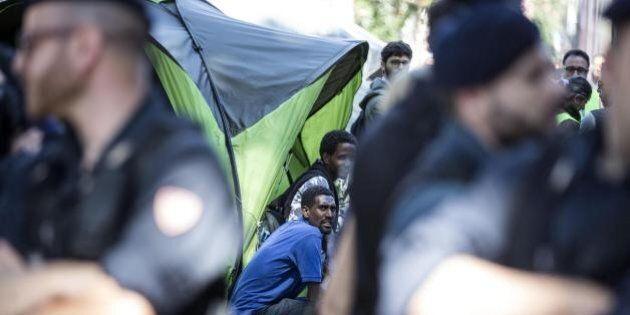 Rosarno, migrante aggredisce carabiniere che reagisce sparando: un morto nella tendopoli di San
