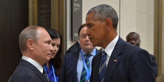 Barack Obama annuncia sanzioni contro la Russia per aver interferito nel voto. Mosca non risponde, Trump