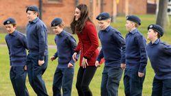 Anche una duchessa può allenarsi con i militari. Kate fra i cadetti