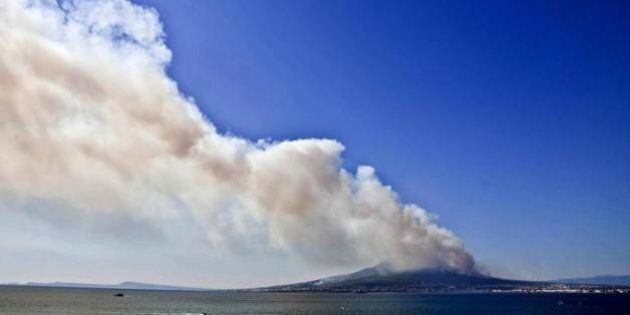 Dalla Sicilia al Vesuvio: quella puzza di malaffare dietro gli incendi nei
