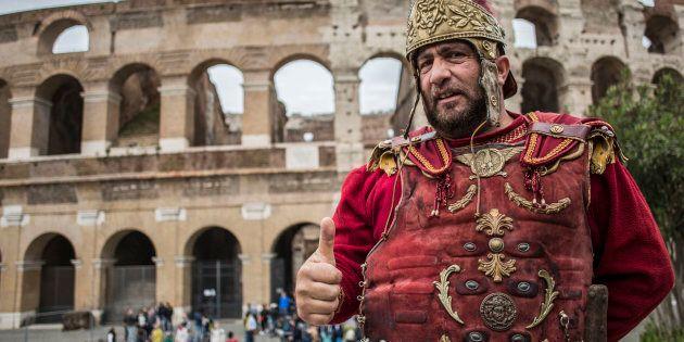 28/04/17,Roma. Centurioni tornano al Colosseo dopo l'annullamento dell'ordinanza che vietava ai centurioni...