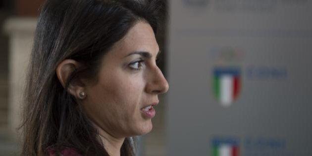 Virginia Raggi: la procura di Roma apre un'inchiesta per le consulenze a Civitavecchia. Il sindaco: