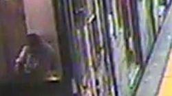 Donna incastrata nella metro, immagini mostrano macchinista mentre mangia