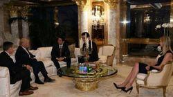 Questa foto di Ivanka al tavolo con Abe dimostra che Donald Trump è pronto a rompere ogni regola