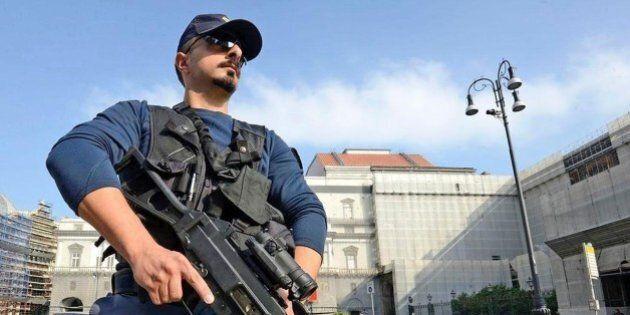 Circolare della Polizia, intensificare controlli, aumentare espulsione degli stranieri irregolari. Il...