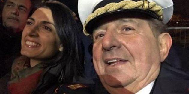 Giancarlo Magalli vigile urbano al Circo Massimo a Roma, selfie con Virginia