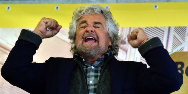 Grillo non molla ma rilancia: