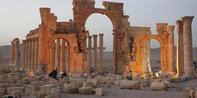 Un asse tra l'Isis e la 'ndrangheta: arte antica in cambio di armi. Un reportage della Stampa svela gli...