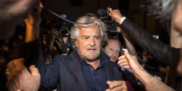 Beppe Grillo garantista con le mani libere. Arriva il Codice etico M5S, avviso di garanzia non comporta...
