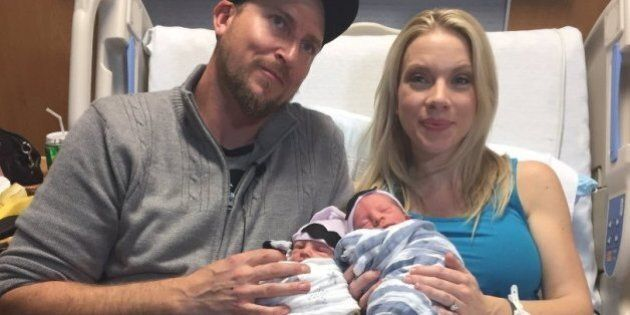 Il curioso caso di due gemelli nati in due anni diversi: uno a dicembre del 2016, l'altro a gennaio de