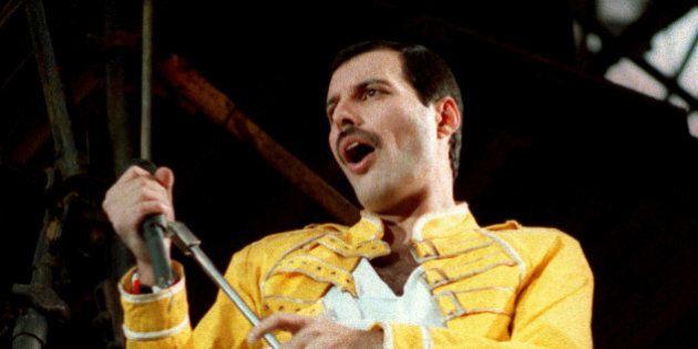 Freddie Mercury, in un libro viene raccontato il momento in cui il cantante ha rivelato ai Queen di essere