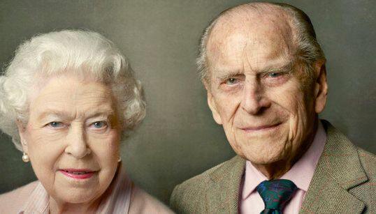 Lo scatto di Annie Leibovitz racconta perfettamente ciò che lega la Regina al Principe
