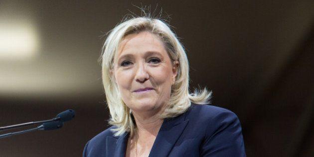 A Marine Le Pen servono 20 milioni di euro per la campagna elettorale, ma le banche nazionali chiudono...