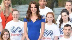 Kate Middleton bellissima in blu, ma sempre più magra. Scatta