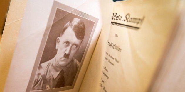 Mein Kampf di Adolf Hitler in edicola con il giornale. La Comunità ebraica: