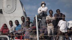 Aiutarli a casa loro significa anche non finanziare dittatori