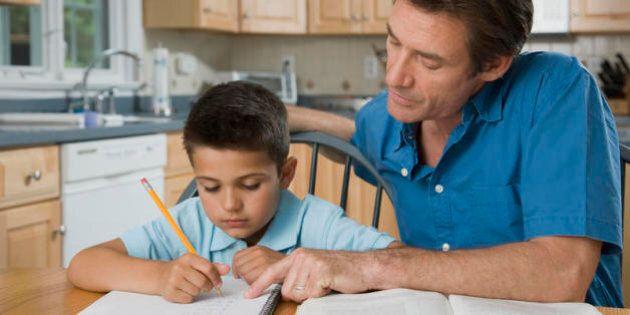 Basta con i compiti! Dalle mamme di Varese la proposta di una scuola