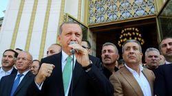 Erdogan elenca al popolo le epurazioni: oltre 13 mila arresti, 934 scuole e 15