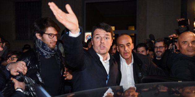 Pd, Matteo Renzi inizia la fase d'ascolto da Milano: 50 minuti con i giovani nella sede del