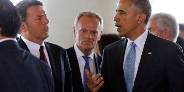 U.S. President Barack Obama, right, talks with Italian Prime Minister Matteo Renzi, left, as they arrive...